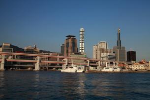 神戸港から三宮を臨む-横-の写真素材 [FYI00089668]
