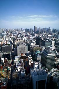 東京のビル群-縦の写真素材 [FYI00089677]