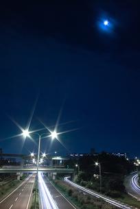 月光と夜景の写真素材 [FYI00090364]