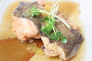 子持ちカレイの煮魚の写真素材 [FYI00090670]