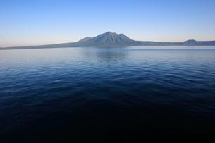 支笏湖から風不死岳を望むの写真素材 [FYI00090789]