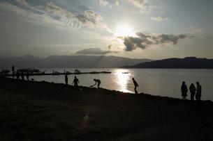 屈斜路湖夕景の写真素材 [FYI00090798]