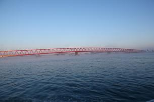 早朝の厚岸大橋の写真素材 [FYI00090810]