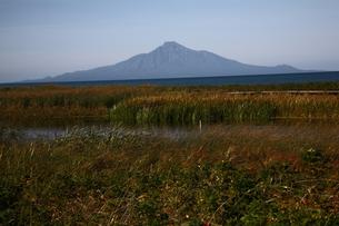 稚内浜勇地から望む利尻山の写真素材 [FYI00090867]