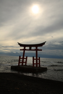 海上の鳥居の写真素材 [FYI00090882]