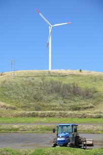 田園の風車の写真素材 [FYI00091057]