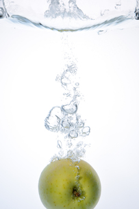 Apple Splash !の写真素材 [FYI00091527]