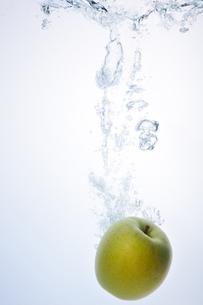 Apple Splash !の写真素材 [FYI00091533]