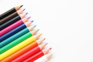 整列した12色の色鉛筆2の写真素材 [FYI00091535]