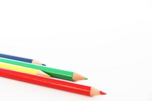 4色の色鉛筆とコピースペースの写真素材 [FYI00091701]