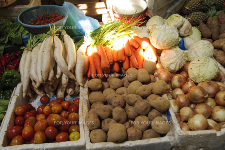 シェムリアップの市場 野菜の写真素材 [FYI00091886]