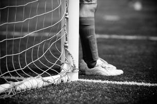 サッカーの試合中のゴールキーパーの写真素材 [FYI00092164]