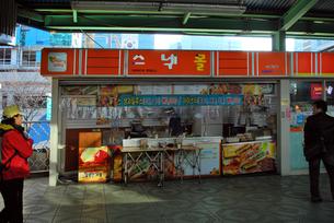 韓国国鉄のキヨスクの写真素材 [FYI00092297]