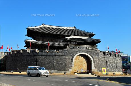 世界文化遺産華城の八達門の写真素材 [FYI00092313]