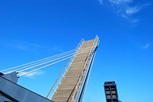 跳ね橋 ブルーウイング門司の写真素材 [FYI00092347]