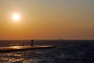 港の夕刻 大島元町港の写真素材 [FYI00092356]