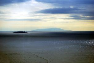 初島と伊豆大島 の写真素材 [FYI00092422]