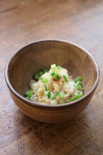 桜海老の雑炊の写真素材 [FYI00092438]