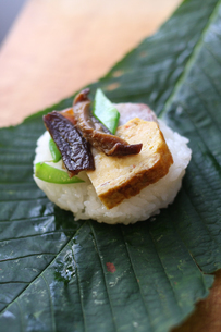 朴葉寿司の素材 [FYI00092475]