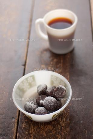スノーボールクッキーとコーヒーの素材 [FYI00092491]
