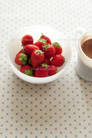 イチゴとココアの写真素材 [FYI00092577]