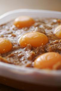 卵黄の味噌漬けの写真素材 [FYI00092603]