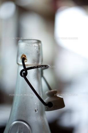 ボトルと水の素材 [FYI00092686]