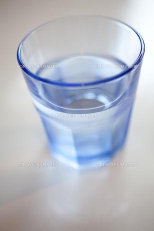 グラスと水の素材 [FYI00092687]