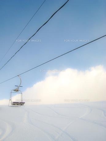 スキー場と青空とリフトの素材 [FYI00092894]