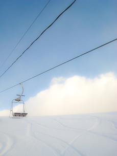 スキー場と青空とリフトの写真素材 [FYI00092894]