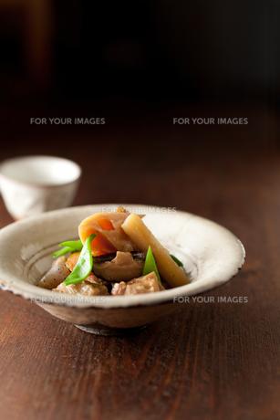 筑前煮と日本酒の素材 [FYI00092922]