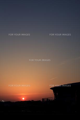 夕日とスタジアムの素材 [FYI00092929]