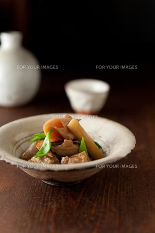 筑前煮と日本酒の素材 [FYI00092932]