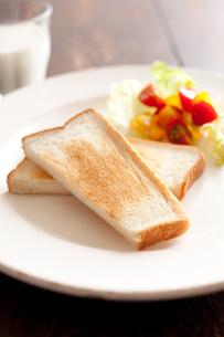 トーストとサラダとミルクの素材 [FYI00092943]