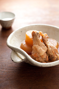 鶏手羽元と大根の煮物の素材 [FYI00092962]