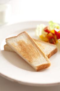 トーストとサラダとミルクの素材 [FYI00092996]