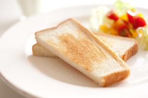 トーストとサラダとミルクの素材 [FYI00092997]