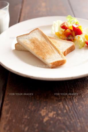 トーストとサラダとミルクの素材 [FYI00093001]