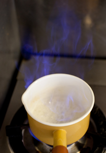 日本酒を煮切るの素材 [FYI00093039]