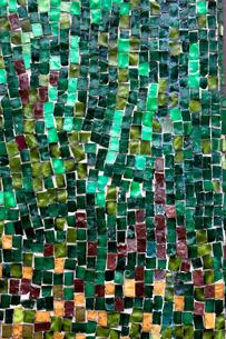 グリーンのモザイクタイル素材の素材 [FYI00093172]