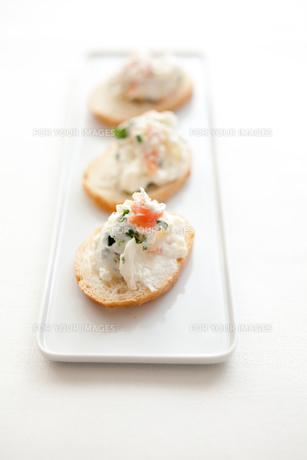 クリームチーズとサーモンのカナッペの素材 [FYI00093334]