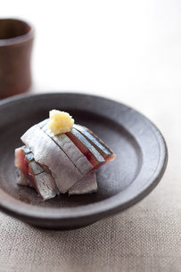 サンマ刺身と日本酒の素材 [FYI00093468]