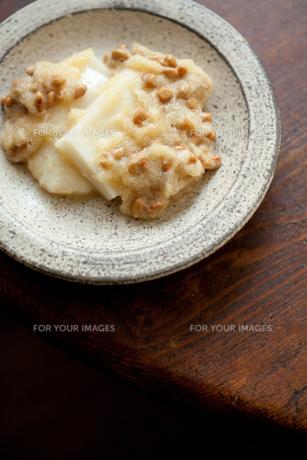 納豆餅の写真素材 [FYI00093634]
