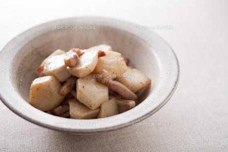 里芋とベーコンの炒め物の素材 [FYI00093680]