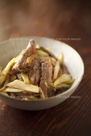 牛肉とセロリの炒め物の素材 [FYI00093794]