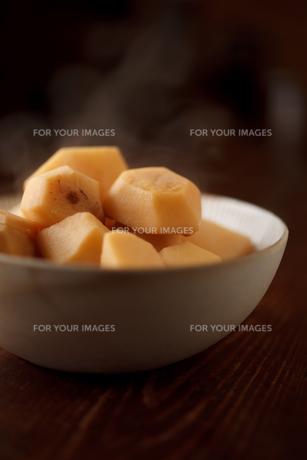 里芋の煮物の写真素材 [FYI00093827]