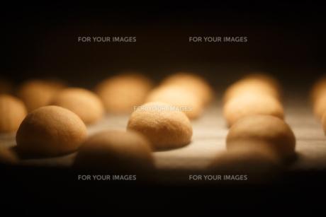 オーブンの中のクッキーの素材 [FYI00093870]