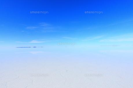ウユニ塩湖 雨期の素材 [FYI00093938]