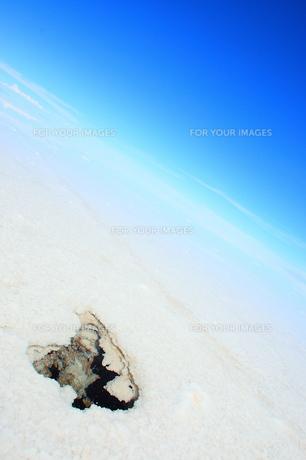 ウユニ塩湖 雨期の素材 [FYI00093948]