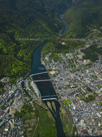 新緑の嵐山の写真素材 [FYI00093975]